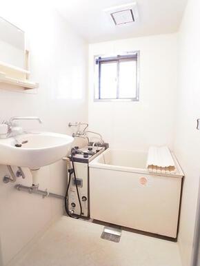 昔懐かしいバランス窯のお風呂です☆※別のお部屋の写真です