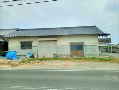 平屋建て倉庫です。