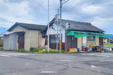 木之郷町の土地。建物は解体して引き渡します。