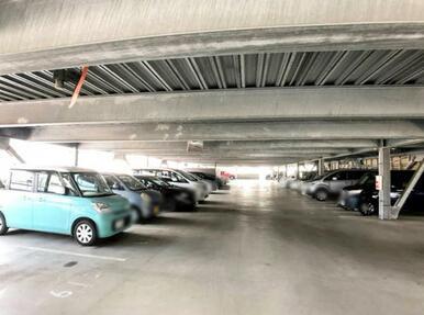 駐車がしやすい3階建て駐車場