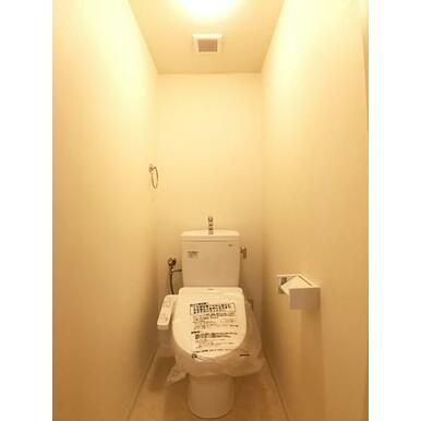 「トイレ」新品のウォシュレット付きトイレです