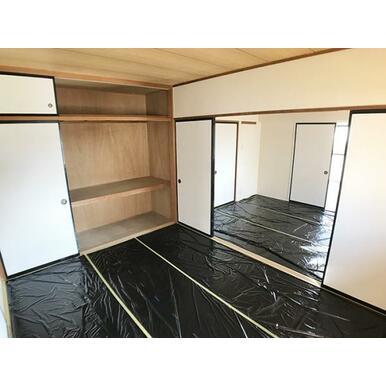 「和室」北側の和室には大きめの押入がございます