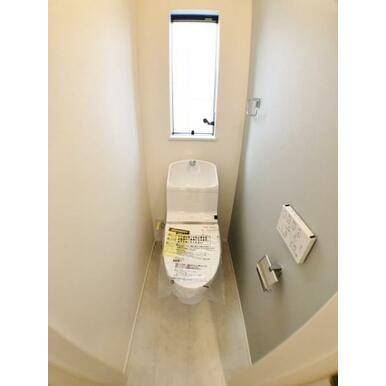 (1号棟トイレ) 家計にも環境にも優しい節水型ウォシュレット付トイレ。