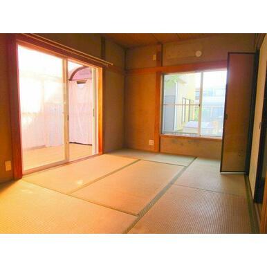 和室とサンルームです。