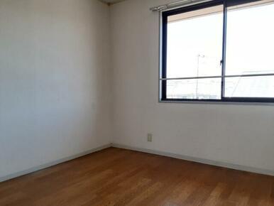 北側 4.5帖の洋室