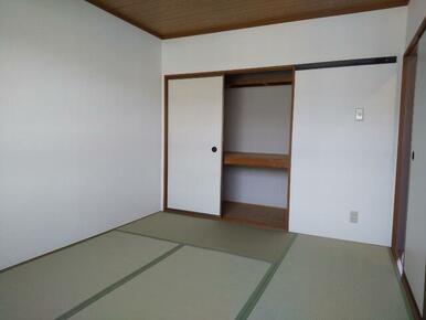 収納付きでお部屋を広く使えます♪