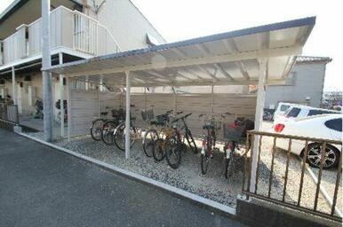 入居者専用駐輪場は嬉しい屋根付きで完備しています♪