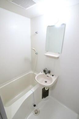 洗面台付きバスルームです!