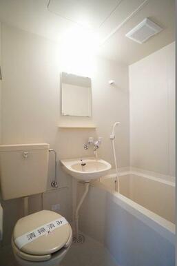≪3点ユニット≫ユニットバス・洗面器・トイレが集約されています。