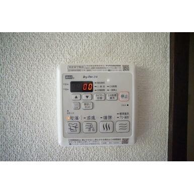 浴室乾燥暖房機付(乾燥・涼風・暖房・24時間換気)で1年中、快適バスタイム。