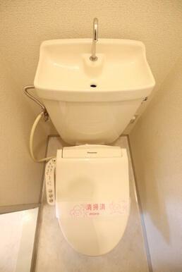 温水洗浄機能付きのトイレ♪
