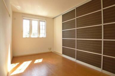 ※入居中または補修工事中のため、同タイプ(反転)の写真です。設備・仕様・内装色など実際と異なることが