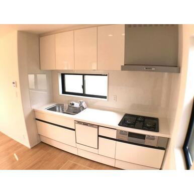 キッチン 使いやすいオールスライド収納。食洗機・浄水栓標準装備です。