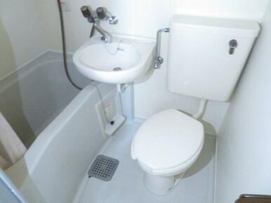 バストイレ同室!