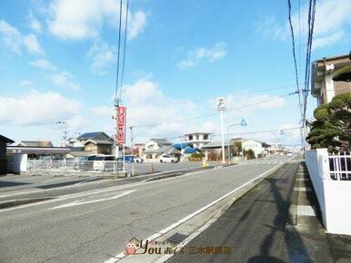 セブンイレブン 小野本町店