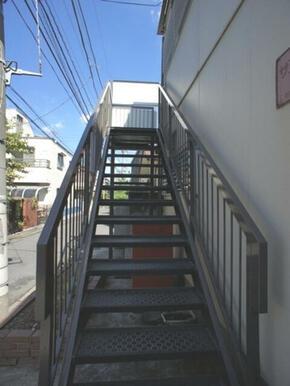 1F~2Fの共用階段☆
