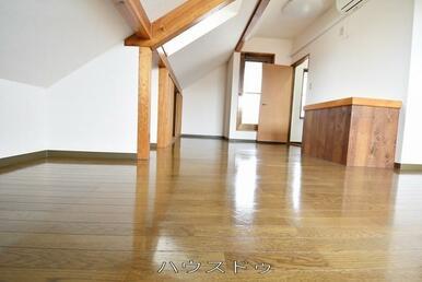 3階のお部屋ですよ♪季節物などを片付けたりと使い方を考えるのが楽しくなりそうですね♪家具選びも楽し…