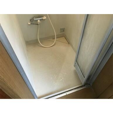 共同シャワー室(共用部分にございます)