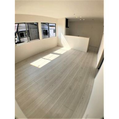 【LDK】長く過ごす場所は、外から見えにくい2階リビングでプライバシーに配慮。