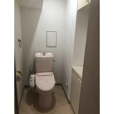 たっぷり収納付きトイレ