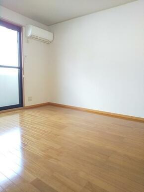 梁や柱の出っ張りが無く家具の配置もしやすい8帖洋室★