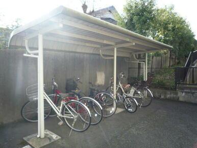 屋根付きの駐輪場、バイク置場(※空き状況・サイズ要確認)