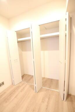 洋室5帖の収納スペースです