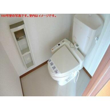 【トイレ】洗浄便座付きのトイレ♪ツールボックスやタオルハンガー、上部棚など・・・細かいですがうれしい