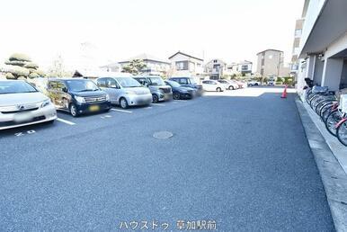 愛車を停められる駐車スペースございます♪