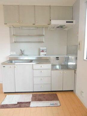 キッチンスペースが隅にありますので、お部屋を広々使えます☆