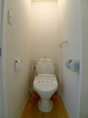 ■温水洗浄便座付きトイレ
