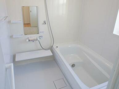 【浴室同仕様写真】 ゆったりと足が伸ばせる、1.0坪のユニットバス!