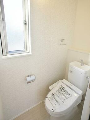 【トイレ同仕様写真】 節水、オート洗浄機能付!エコで衛生的なトイレ!