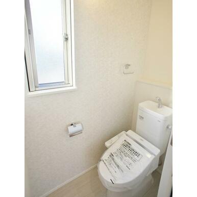 【トイレ同仕様写真】 家計にも、環境にも優しい節水型ウォシュレット付トイレ!