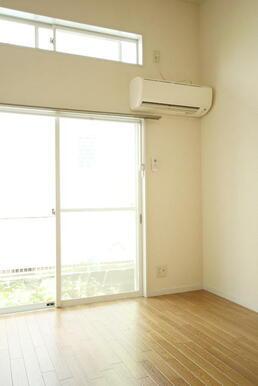 エアコンのある洋室