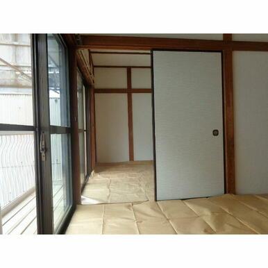 和室は襖で繋がっています。