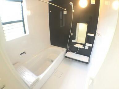 【浴室】 雨の日のお洗濯も安心の浴室乾燥機付き!