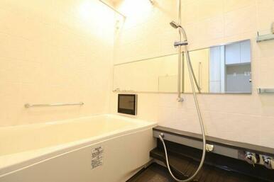 【浴室】清潔感ある浴室!浴室テレビ付き☆