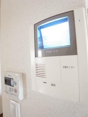 モニター付きドアホンで来訪確認後の対応ができ安心です