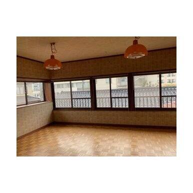 2階12帖洋室。収納もたくさんあり便利です!