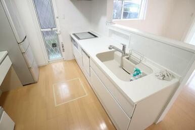 食洗器や浄水機能付きの使いやすいシステムキッチン