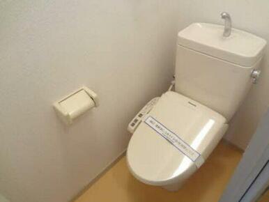 トイレにはもちろん暖房洗浄便座付き!
