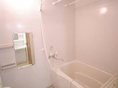 写真は102号室です。実際の部屋は2階になるため写真とイメージが異なります。
