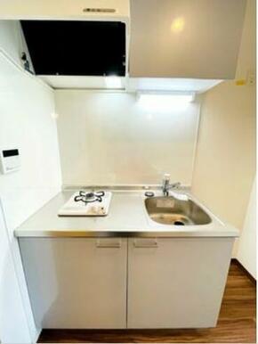 きれいなキッチンです。ガス1口システムキッチン