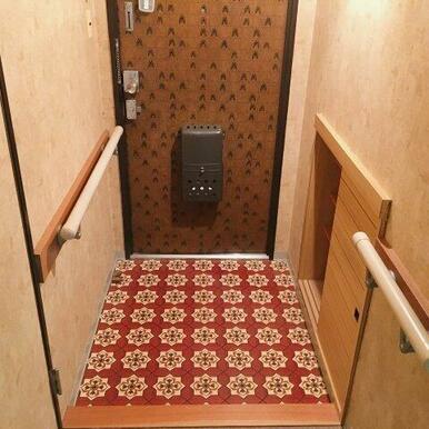 シューズボックスがある玄関!手すりもついています!