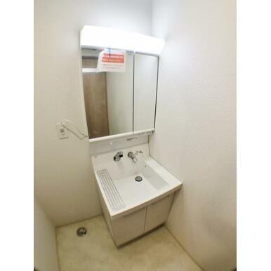 【洗面所】 細かな収納もしやすいミラーキャビネット付の洗面台!