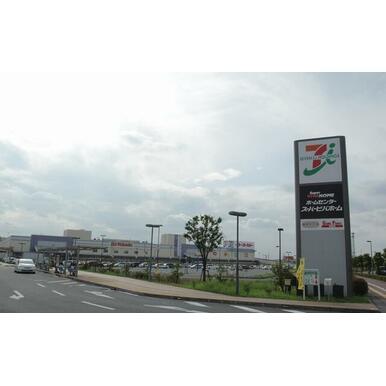 複合型商業施設ピアラシティまで徒歩25分(2km)