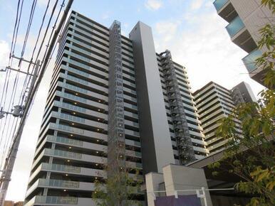 【外観】2棟建てのマンションです