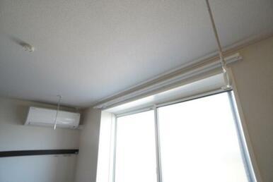【室内物干】雨天時のお洗濯でも洗濯物を干す事が出来て安心です♪ 花粉予防の室内物干にもご活用ください