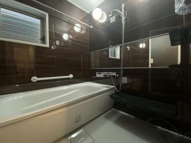 お風呂は新品に交換済みです。
